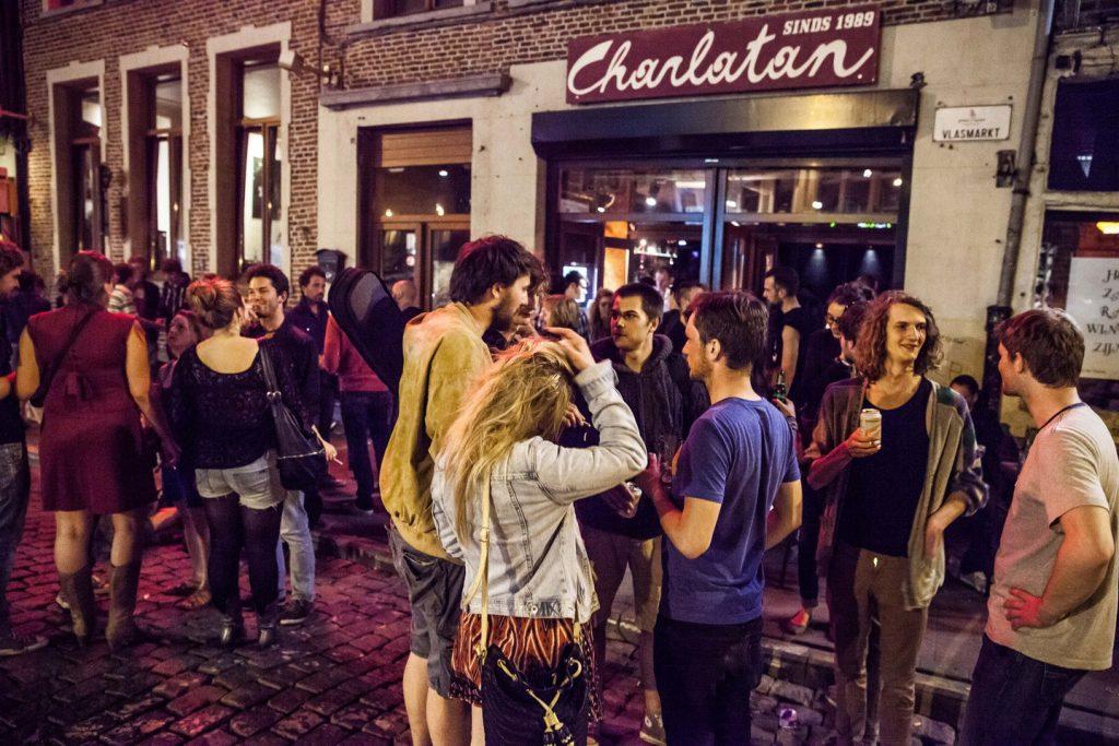 Groeningen'in hikayesinden ilham aldığı bar: Charlatan